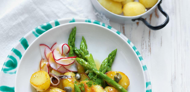 Warmer Erdäpfelsalat mit Sommergemüse & Sardellen