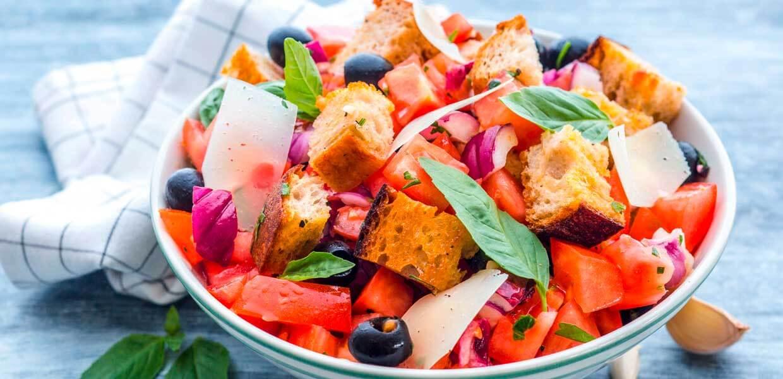 Tomaten-Gurken-Drachenbrot-Salat