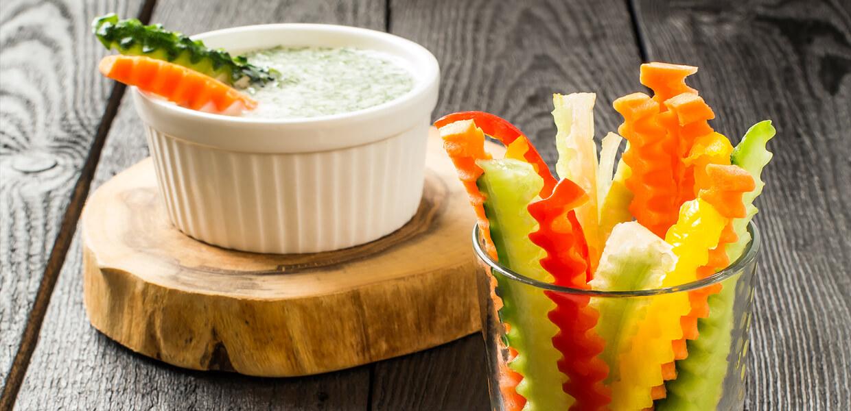 Gemüsepommes mit Knoblauchtopfen