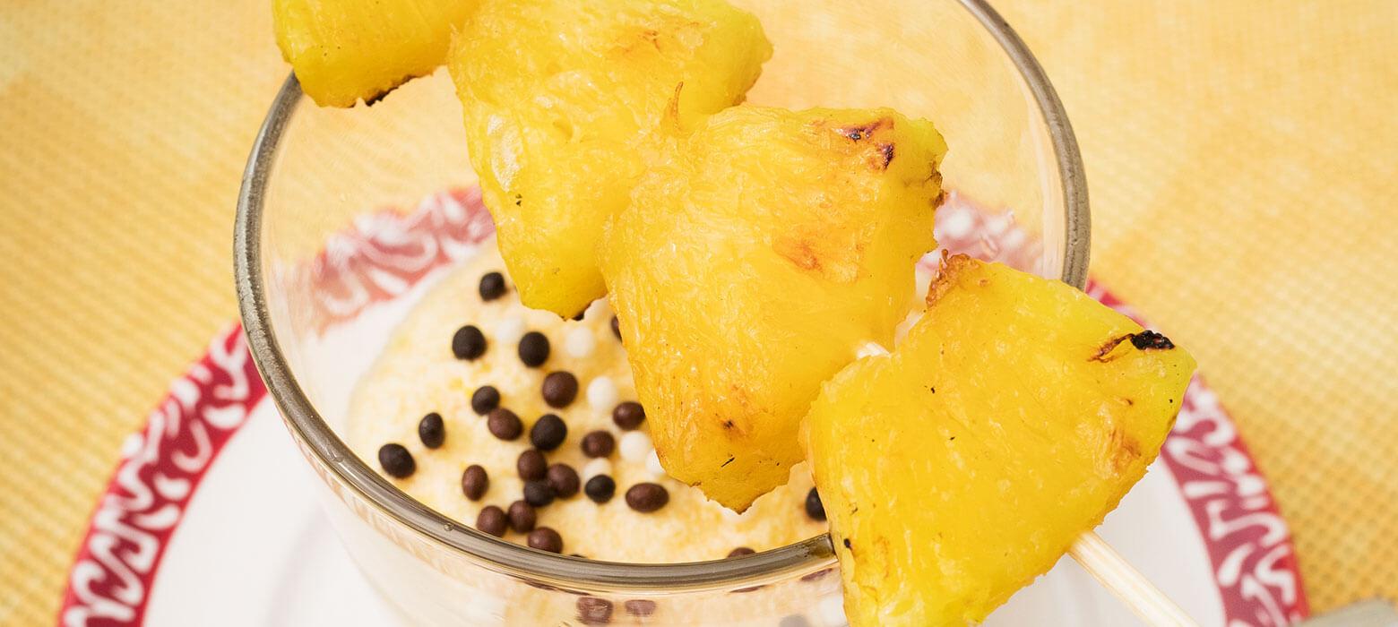 Gegrillte Ananas in Honig mit dreierlei Schokomousse