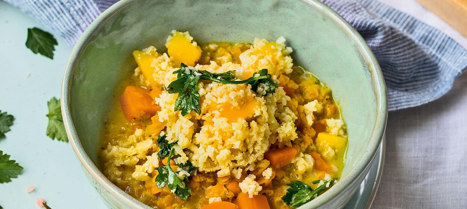 Fruchtig-scharfe Currylinsen mit Karfiolreis und Mango