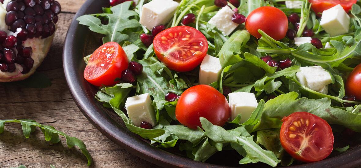 Vogerl-Rucola-Salat mit Bio-Schafkäse
