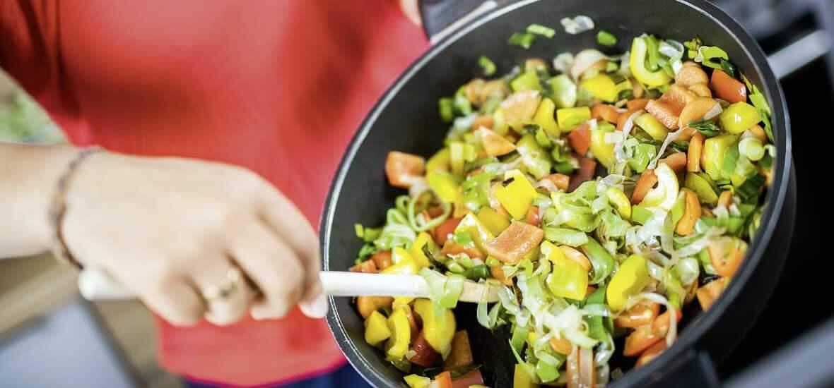 Mediterrane Reispfanne mit Gemüse