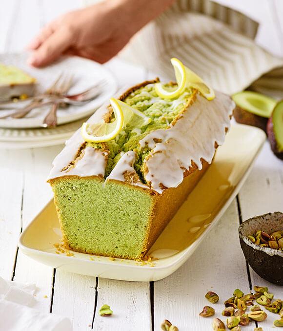 Avocado-Pistazienkuchen mit Zitronenguss