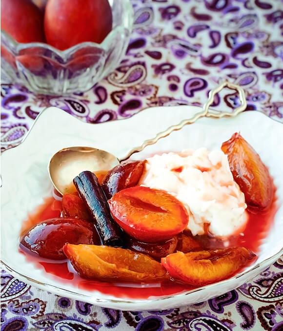 Zwetschken Suppe mit Marzipan-Mascarpone-Creme