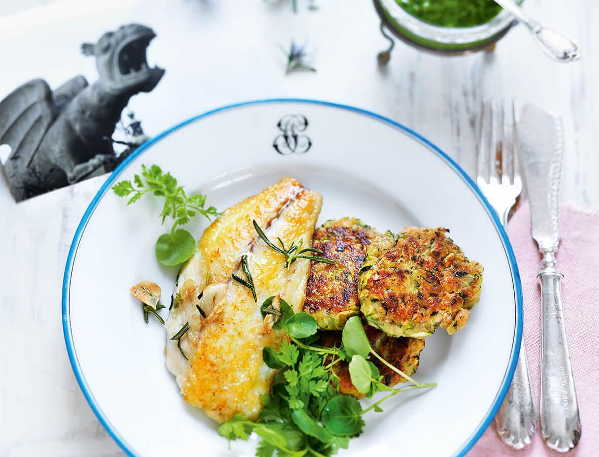 Zucchini- Bohnen- Laibchen mit Goldbrasse & Zitronensalsa