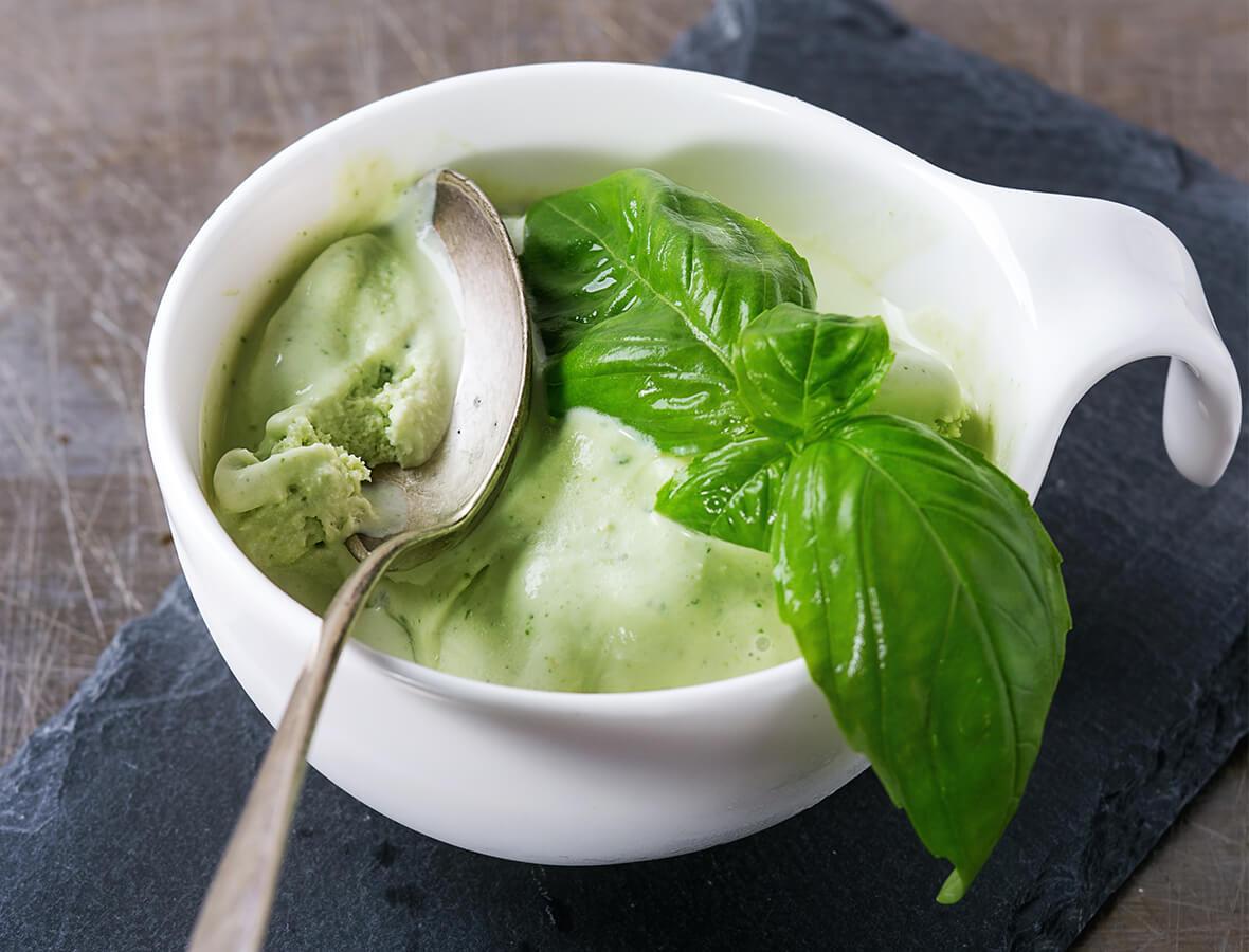 Basilikum-Joghurt-Sorbet
