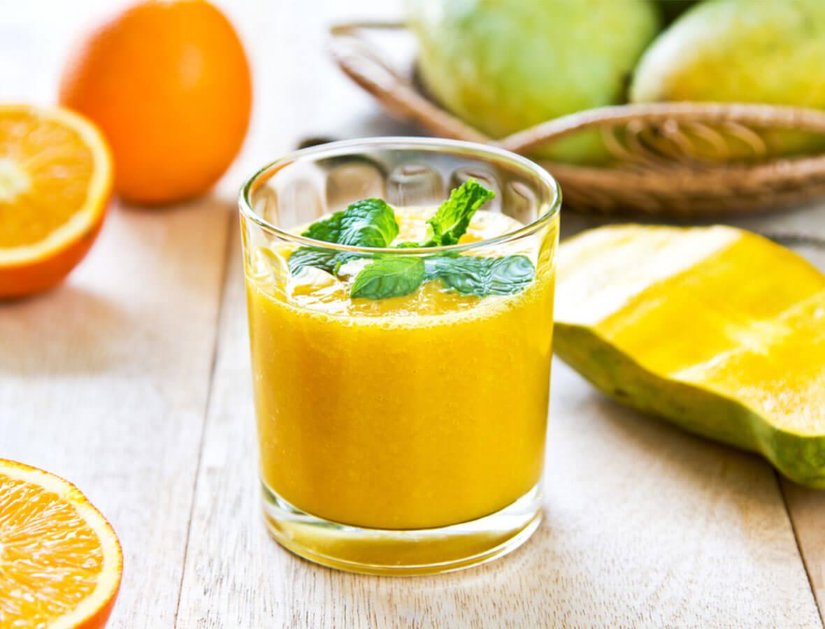 Mango, Orange und Ananas mit Löwenzahntee