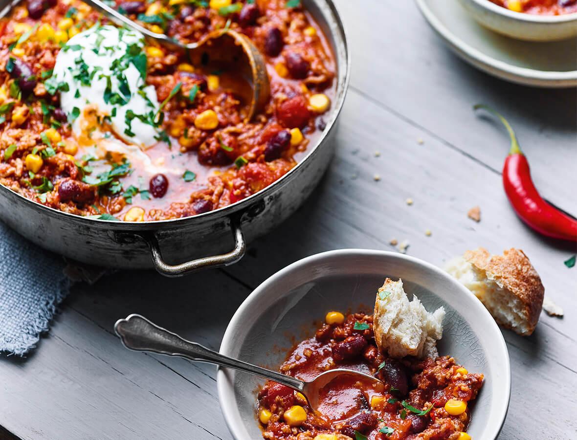 Chili con Carne mit kräftiger Rindssuppe